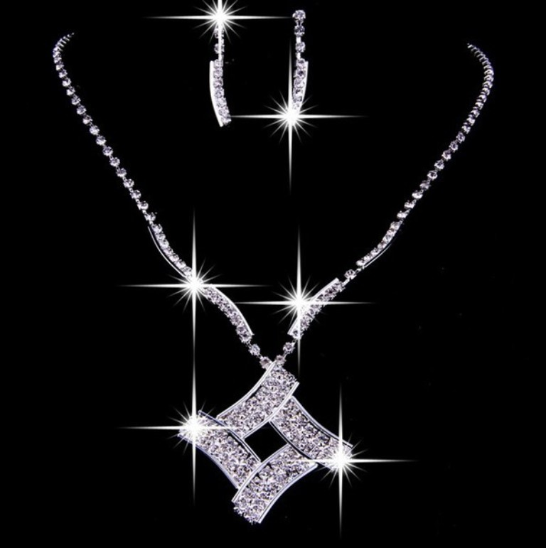 unique_czech_rhinestones_square_wedding_necklaces_earrings_set1 How to Buy Jewelry for Your Wife