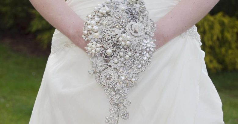 Photo of 25 Fabulous Bridal Brooch jewelry Bouquets