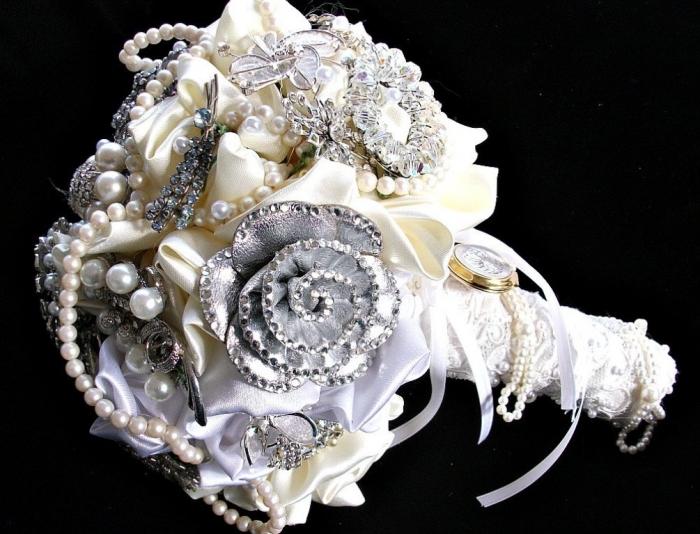 wedding_brooch_bouquet_bridal_rhinestone_by_thealteredchick_jewelry_brooch_bouquet_ 25 Fabulous Bridal Brooch jewelry Bouquets