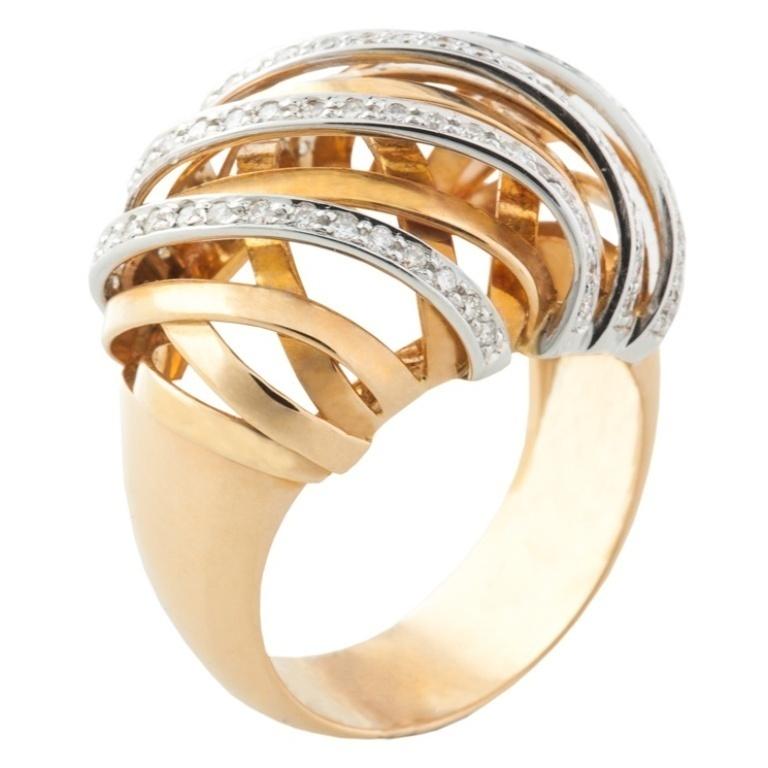 why do rings turn my finger green
