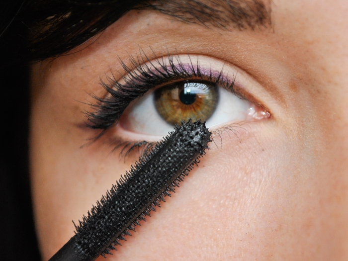Apply-Makeup-to-Small-Eyes-Step-7 How to Wear Eye Makeup in six Simple Tips