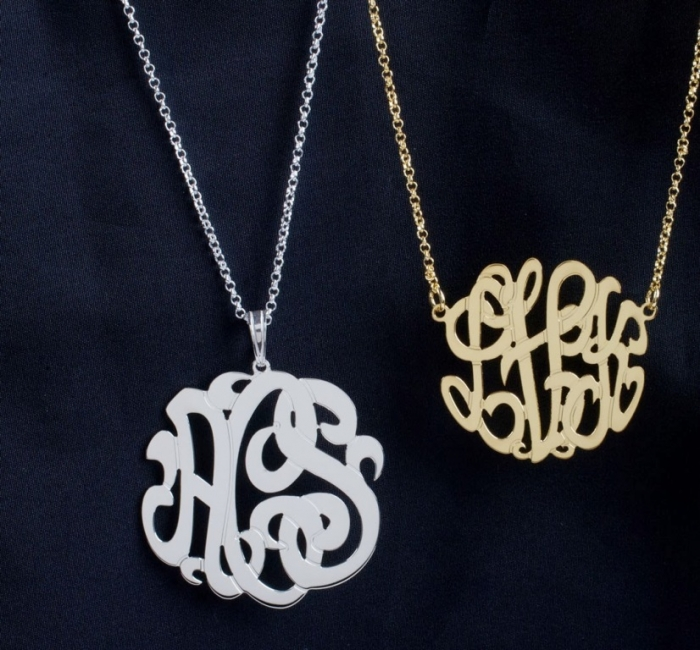 BM000010g Express Your Love by Presenting Monogram Jewelry