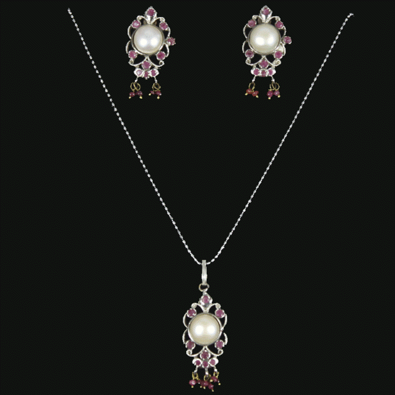 DJ8NSV178w-1 25 Victorian Jewelry Designs Reflect Wealth & Beauty