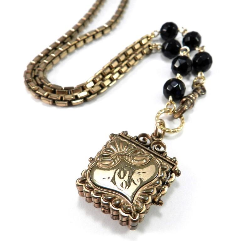 DSCN1408_1024x1024 25 Victorian Jewelry Designs Reflect Wealth & Beauty