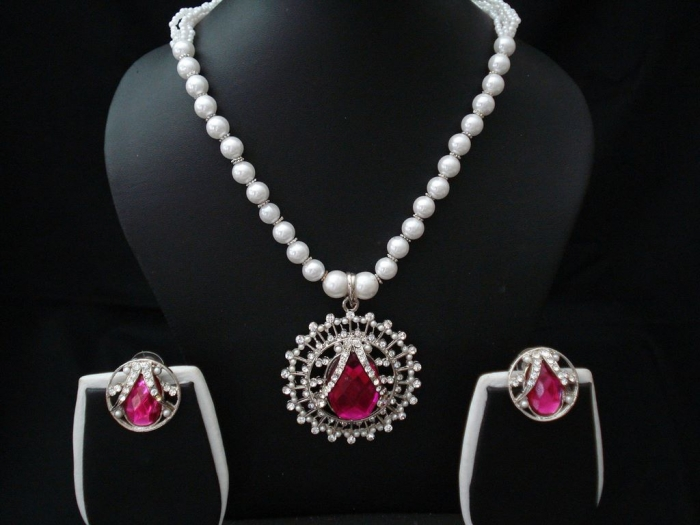Elegant-Pearl-Jewelry-1 How to Take Care of Your Pearl Jewelry