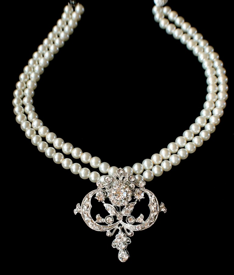 Exquisite-Victorian-style-two-strand-handmade-bridal-pearl-necklace-with-clear-Swarovski-crystals-brooch 25 Victorian Jewelry Designs Reflect Wealth & Beauty