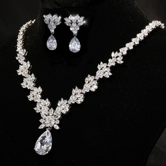 FedEx-priority-shipping-for-AAA-Quality-brilliant-and-Sparkling-Cubic-Zirconia-Wedding-Jewelry-Sets-Bridal-Jewelry How to Choose Bridal Jewelry for Enhancing Your Beauty
