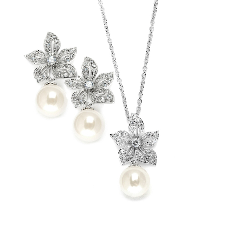 Flower-Pearl-Bridesmaid How to Choose the Right Wedding Jewelry for Your Bridesmaids