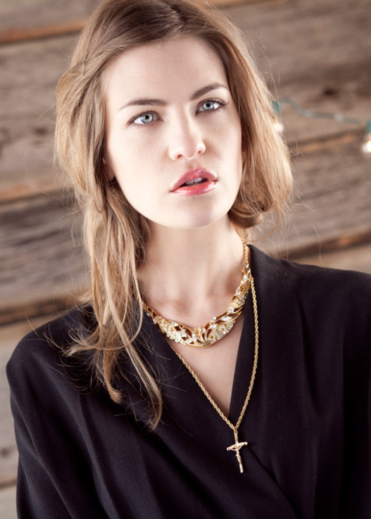 Golden-Girl1 Look Fashionable by Layering Your Jewelry