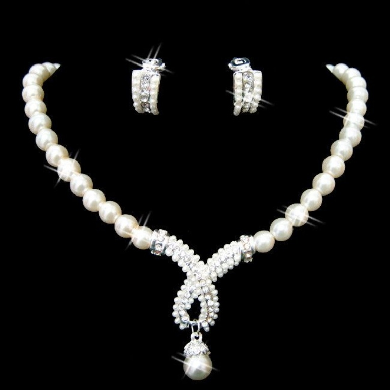 GoodAccessoriesForWeddingDaySilverImitationPearlRhinestoneBirthdayEngagementJewelrySetsTwo-PieceOnSaleLS53285-0 How to Choose Bridal Jewelry for Enhancing Your Beauty