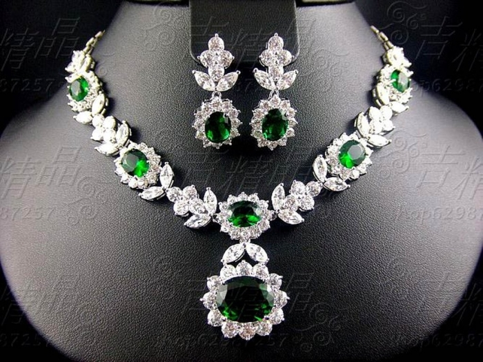 Green-and-Emerald-bridal-jewelry-16 How to Choose Bridal Jewelry for Enhancing Your Beauty