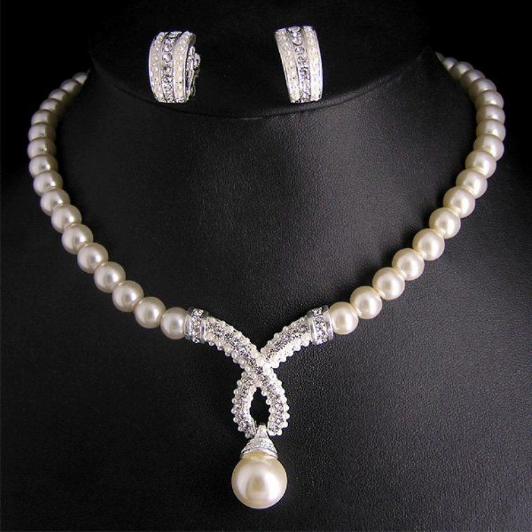 Pearl-Necklace-Jewelry-Designs-2014-for-Girls-Fashion-Fist-3 How to Take Care of Your Pearl Jewelry