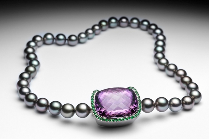 Pierre-Yves-pearl-amethyste-necklace Tsavorite as a Strong Competitor to Emerald