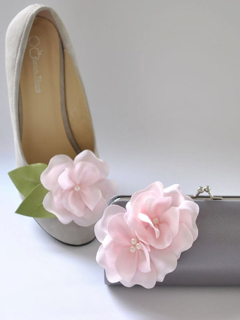 Small-clutch-Shoe-clips 27 Ideas Bring a New Life to Your Shoes by Adding Shoe Clips & Charms