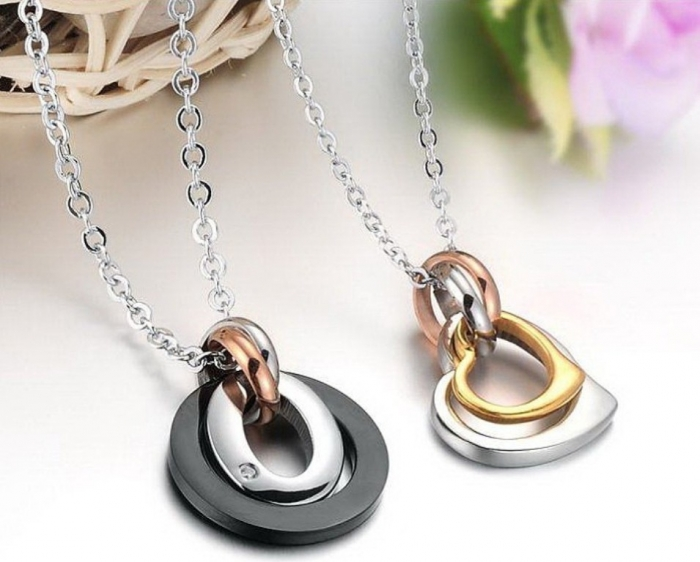 Stainless-Steel-Ring-and-Heart-Necklace-For-Couples-1 30 Everlasting & Affordable Stainless Steel Jewelry