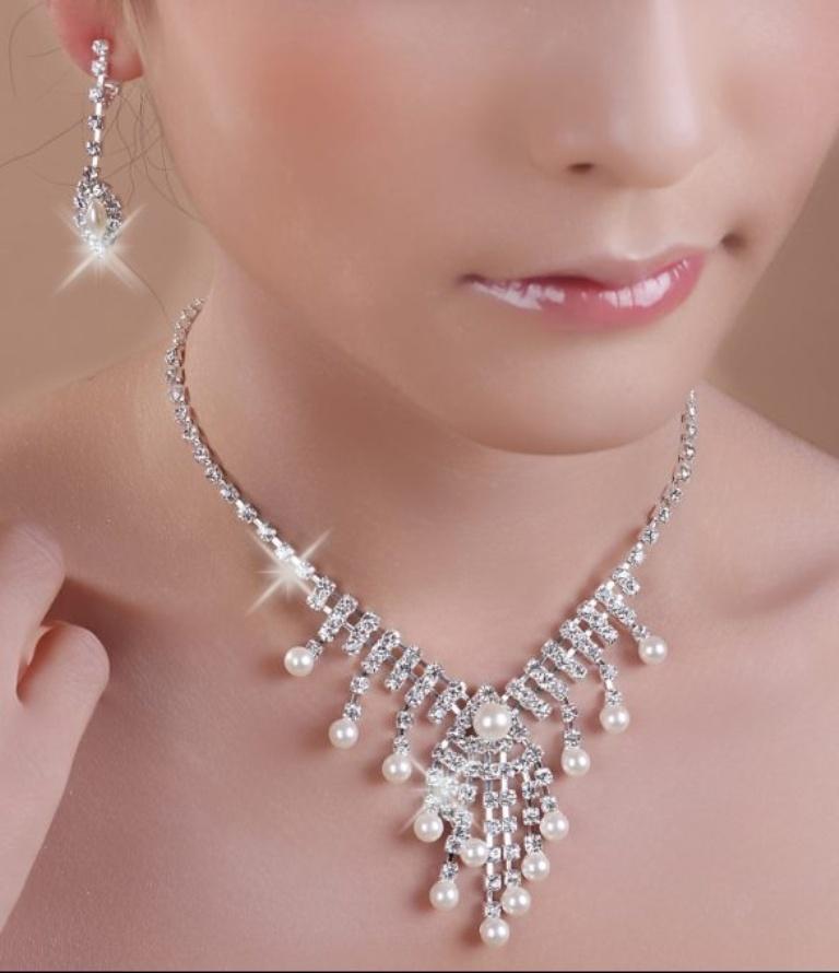SuperCheapWeddingPartyJewelryAlloyClearPearlWhiteTwo-PieceRhinestoneImitationPearlJewelrySetsDesignsLS49167-0 How to Choose Bridal Jewelry for Enhancing Your Beauty