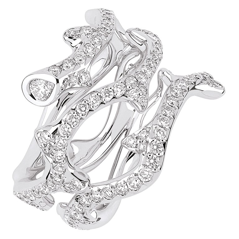 White-Gold-with-Diamonds-as-Women-Jewelry-by-Dior White & Yellow Gold, Which One Is the Best?