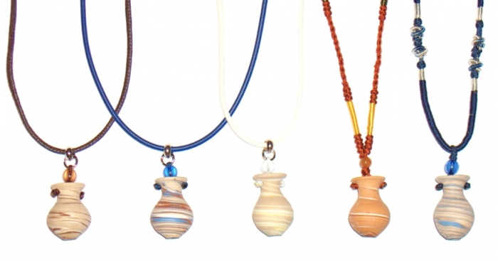 aromanecklaceclay-1 Aromatic Jewelry for a Fashionable Look & Fresh Smell All the Time