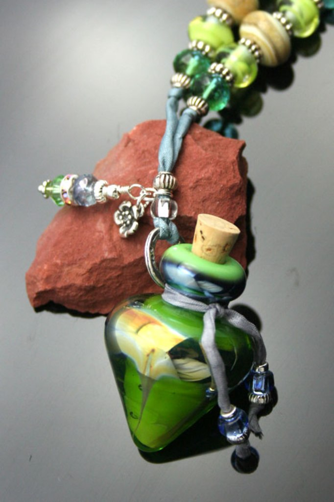 aromatherapy-jewelry-charms Aromatic Jewelry for a Fashionable Look & Fresh Smell All the Time