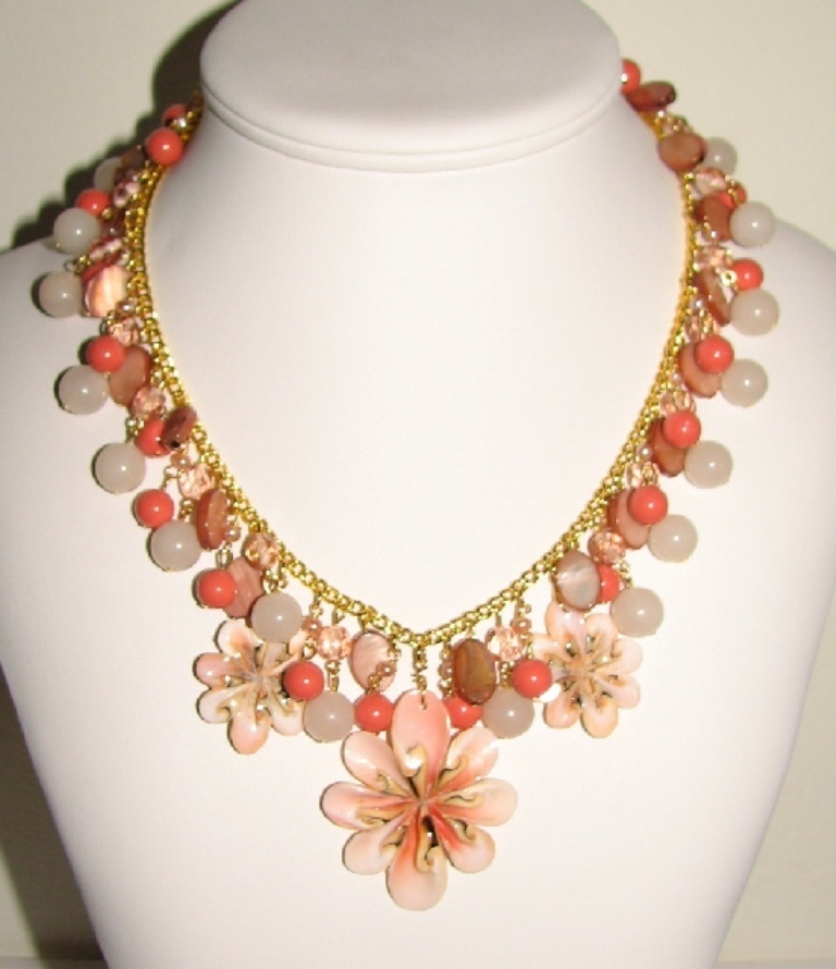 back-julia-bristow-signed-coral-necklace-with-three-shell-pendants552-x-640-130-kb-jpeg-x Coral Jewelry as a Magnificent Type of Jewelry from the Sea