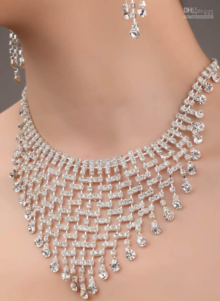 best-selling-exquisite-full-bridal-jewelry How to Choose Bridal Jewelry for Enhancing Your Beauty