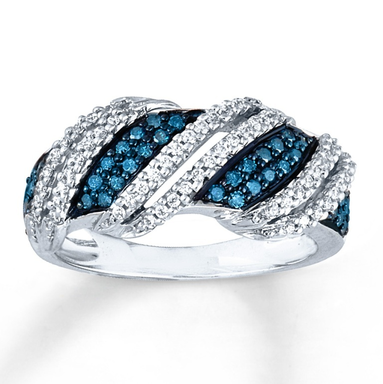 blue-diamond-rings-in-white-gold White & Yellow Gold, Which One Is the Best?