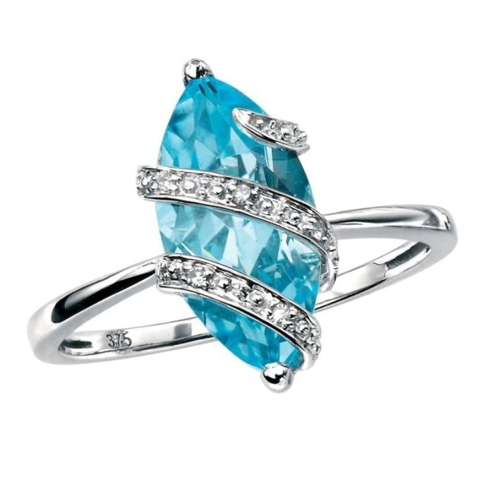 blue-topaz-diamond-white-gold-ring Why Do Rings Turn My Finger Green?