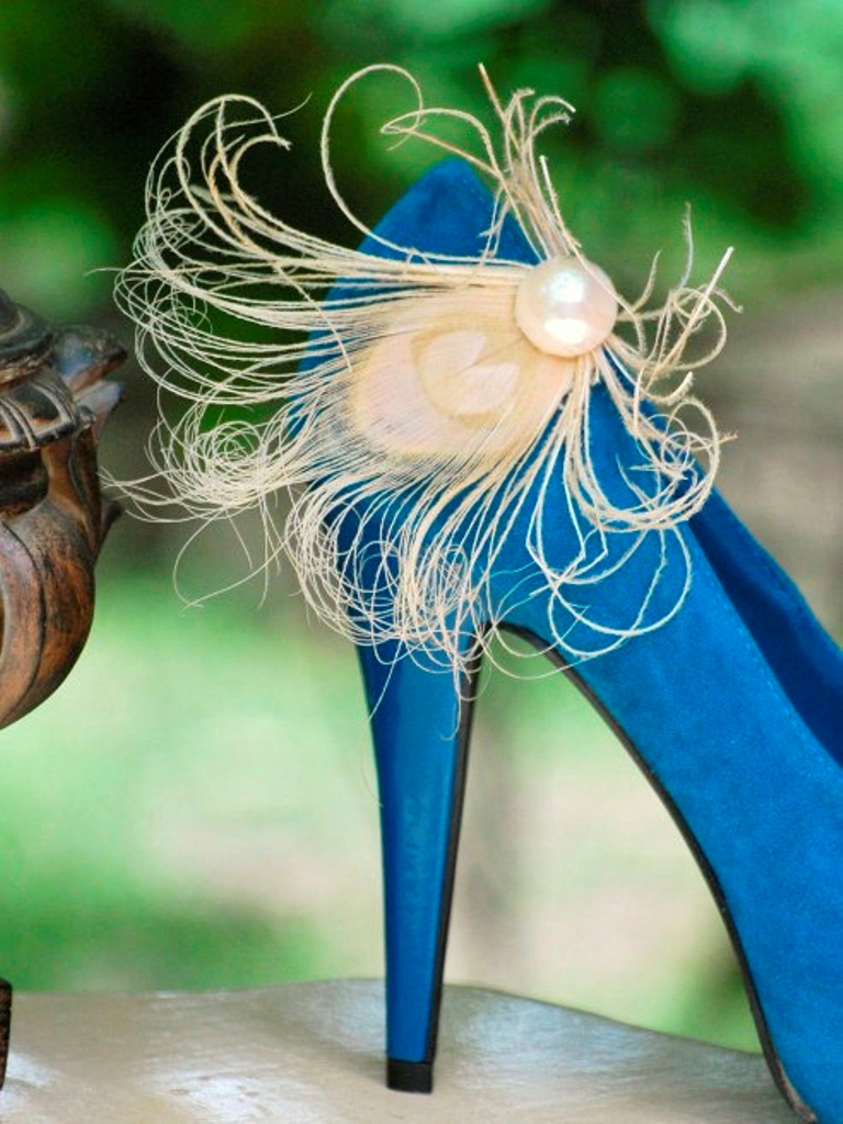 bridal-shoe-clips 27 Ideas Bring a New Life to Your Shoes by Adding Shoe Clips & Charms
