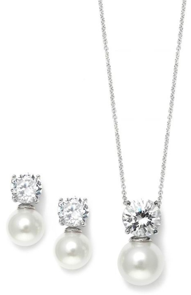 bridesmaids-white-pearl-jewelry-sets How to Choose the Right Wedding Jewelry for Your Bridesmaids
