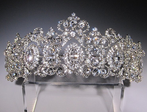 d6cb4c4d7b8c6103f55e40b0011e206b Be Like a Queen with Your Crown [79 Newest Trends...]