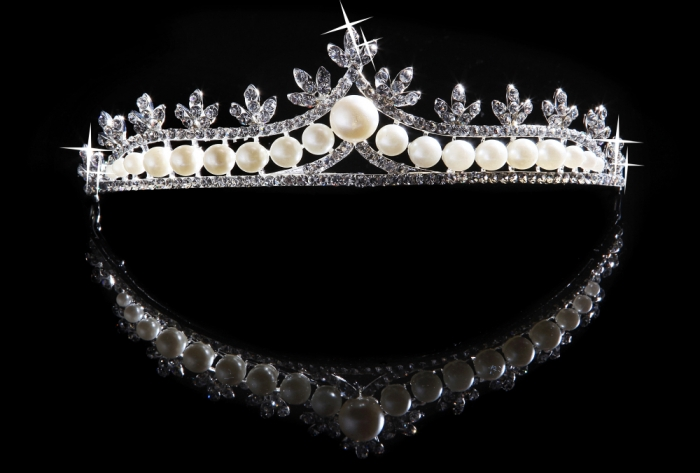 ef2c24ae1fb2709b775736c5d1e442e1 Be Like a Queen with Your Crown [79 Newest Trends...]