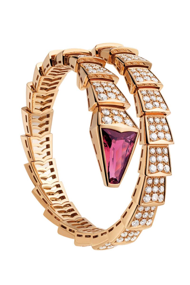 elle-01-bulgari-serpenti-bracelet-xln-xln 69 Dress Jewelry Pieces in the Shape of Your Favorite Animal