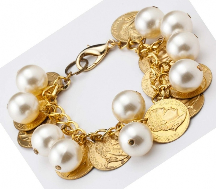 gold-coin-jewelry 25 Unique & Fashionable Coin Jewelry Pieces