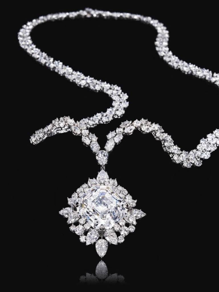 guide-how-to-care-for-diamond-jewelry_3 How to Take Care of Your Diamond Jewelry