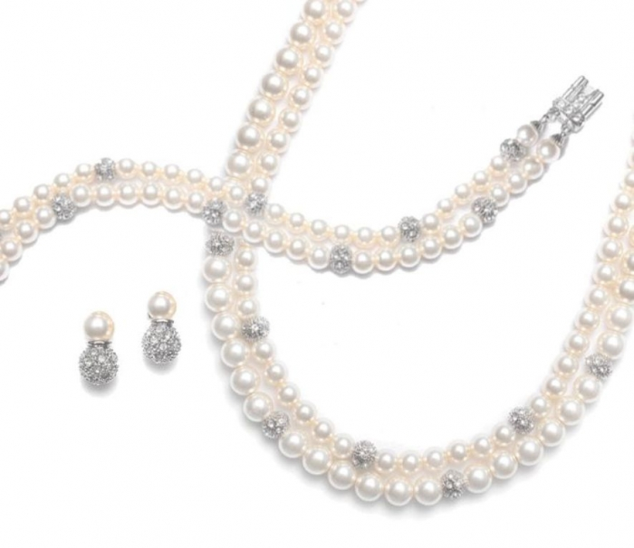 half-white-pearl-bridesmaids-jewelry1 How to Choose the Right Wedding Jewelry for Your Bridesmaids