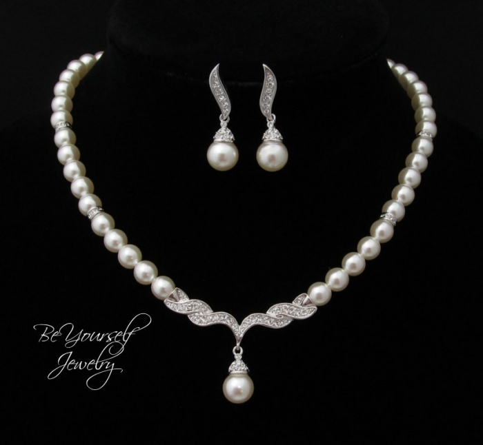 il_fullxfull.513747691_kbry How to Take Care of Your Pearl Jewelry