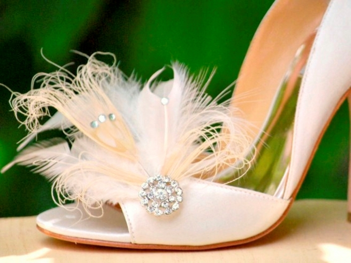 ivory-feather-shoe-clips 27 Ideas Bring a New Life to Your Shoes by Adding Shoe Clips & Charms