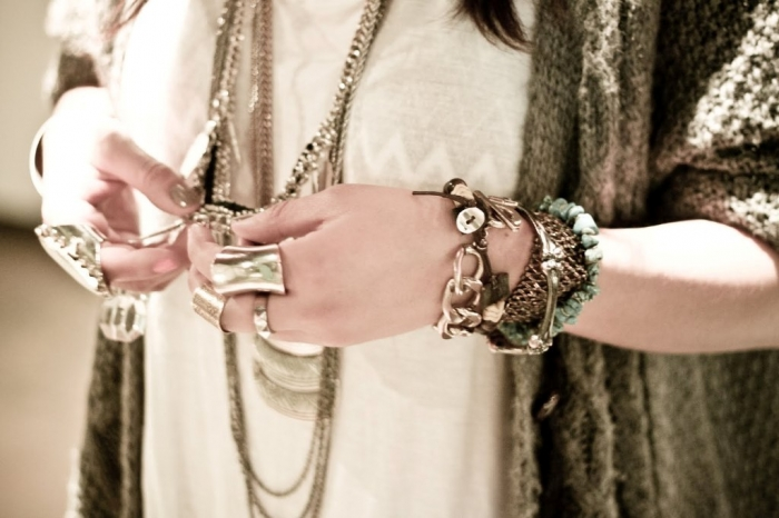layering-jewelry2 Look Fashionable by Layering Your Jewelry