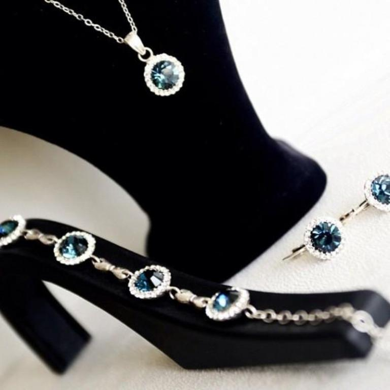 navy-blue-bridal-bridesmaids-jewelry-set How to Choose the Right Wedding Jewelry for Your Bridesmaids