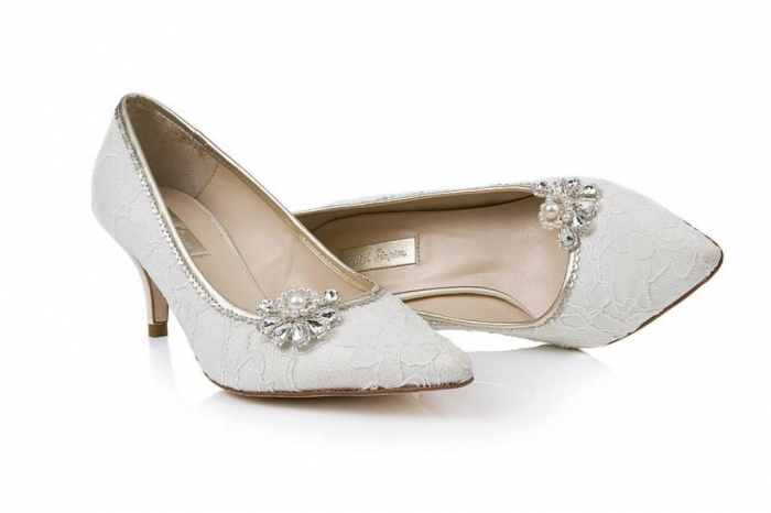 original_art-deco-diamante-pearl-shoe-clips 27 Ideas Bring a New Life to Your Shoes by Adding Shoe Clips & Charms