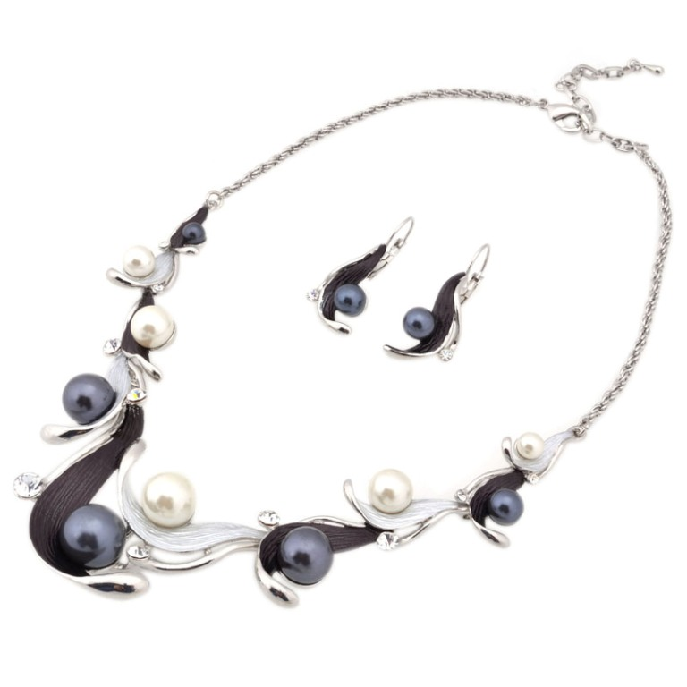 pearl-necklace-set-pearl-jewelry-set-metal-design-necklace-metal-design-necklace-set-Favim.com-468499 How to Take Care of Your Pearl Jewelry