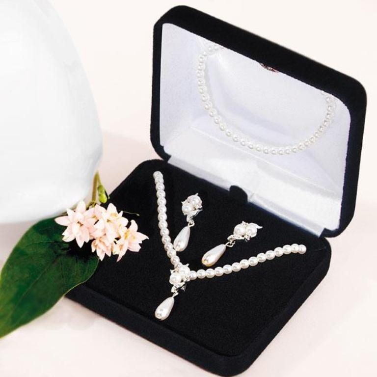 pearlgiftboxsetWS How to Choose Bridal Jewelry for Enhancing Your Beauty