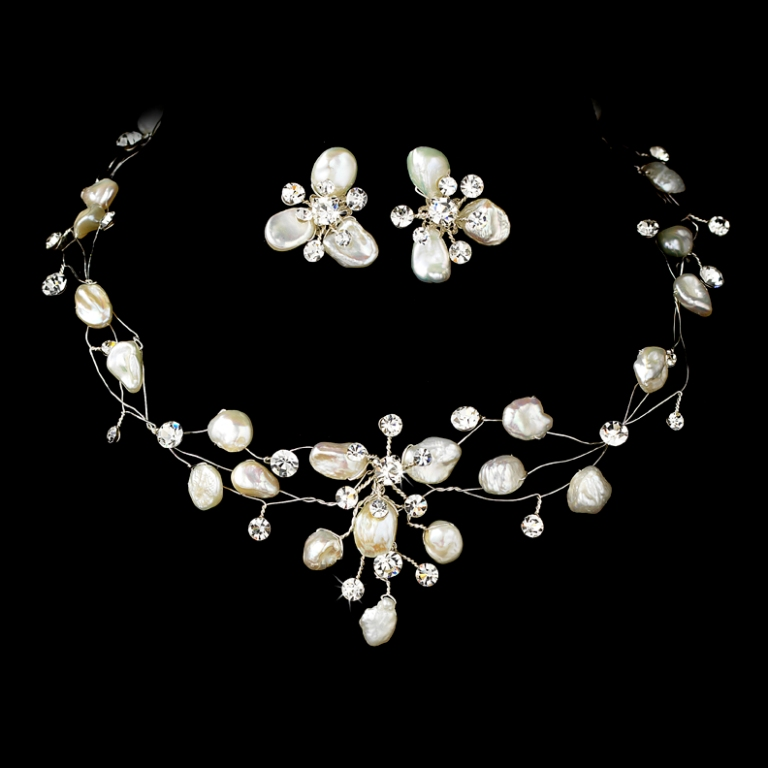 phpThumb_generated_thumbnailjpg How to Choose the Right Wedding Jewelry for Your Bridesmaids