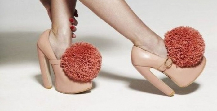 pompom-shoe-clips 27 Ideas Bring a New Life to Your Shoes by Adding Shoe Clips & Charms