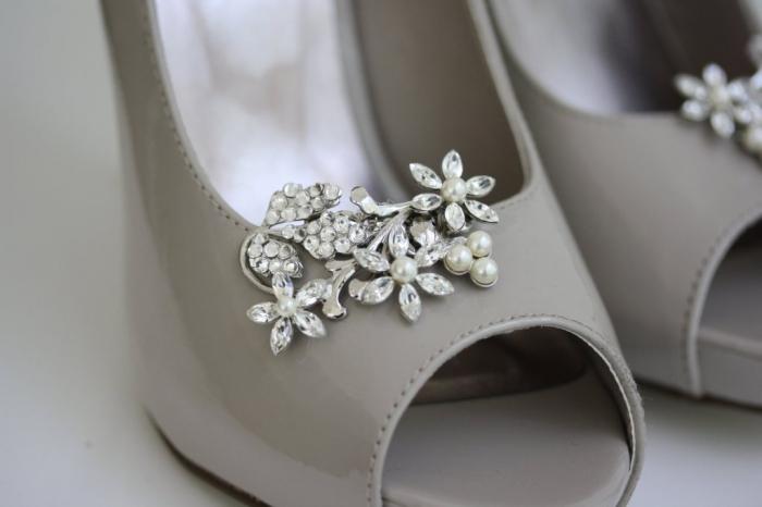 pretty-little-wedding-shoe-clips-fun-affordable-bridal-accessories-4.original Best 7 Solar System Project Ideas