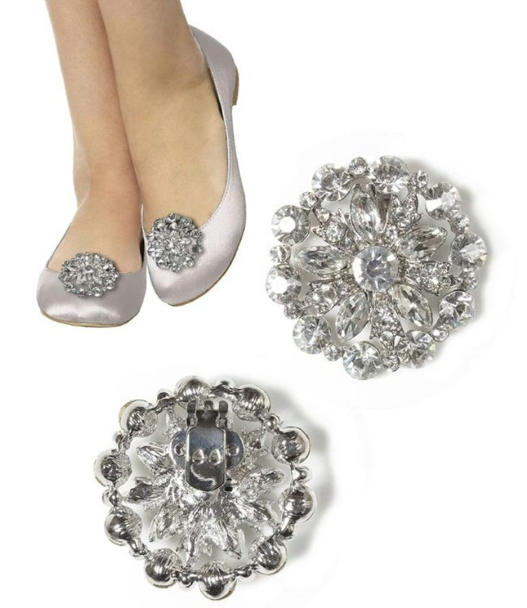 shoe-clips 27 Ideas Bring a New Life to Your Shoes by Adding Shoe Clips & Charms