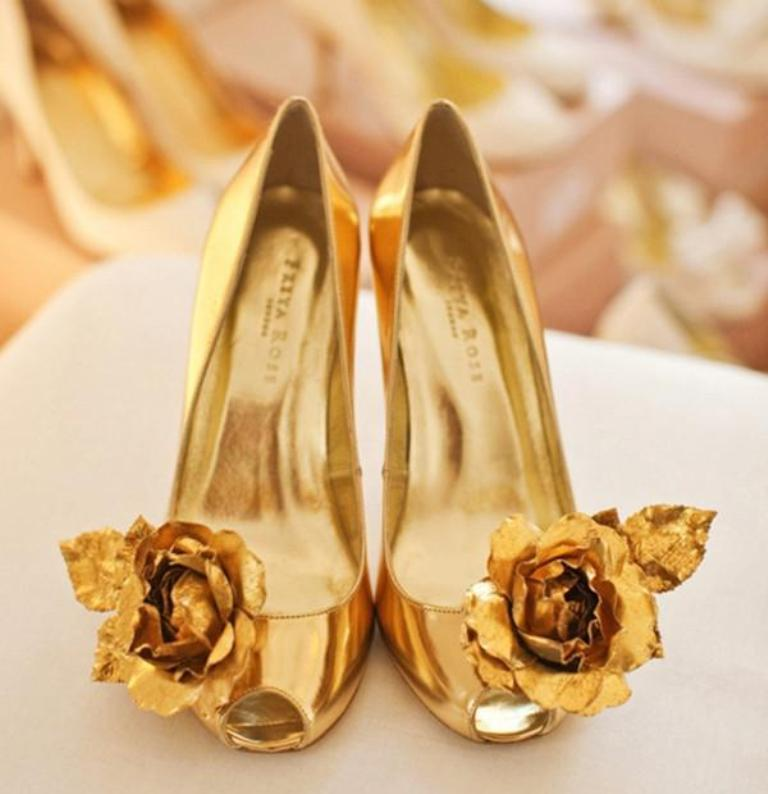 top-ideas-on-choosing-wedding-shoe-clips-L-9rgKAk 27 Ideas Bring a New Life to Your Shoes by Adding Shoe Clips & Charms