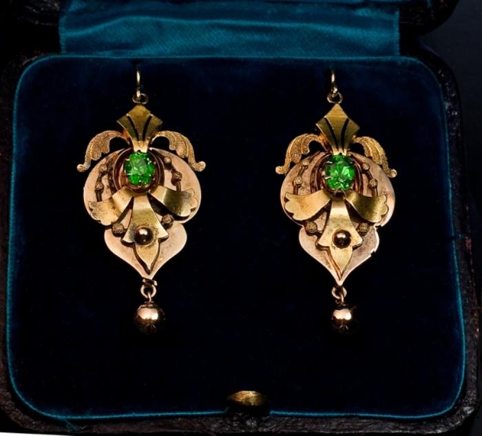 victorian_jewelry_earrings 25 Victorian Jewelry Designs Reflect Wealth & Beauty