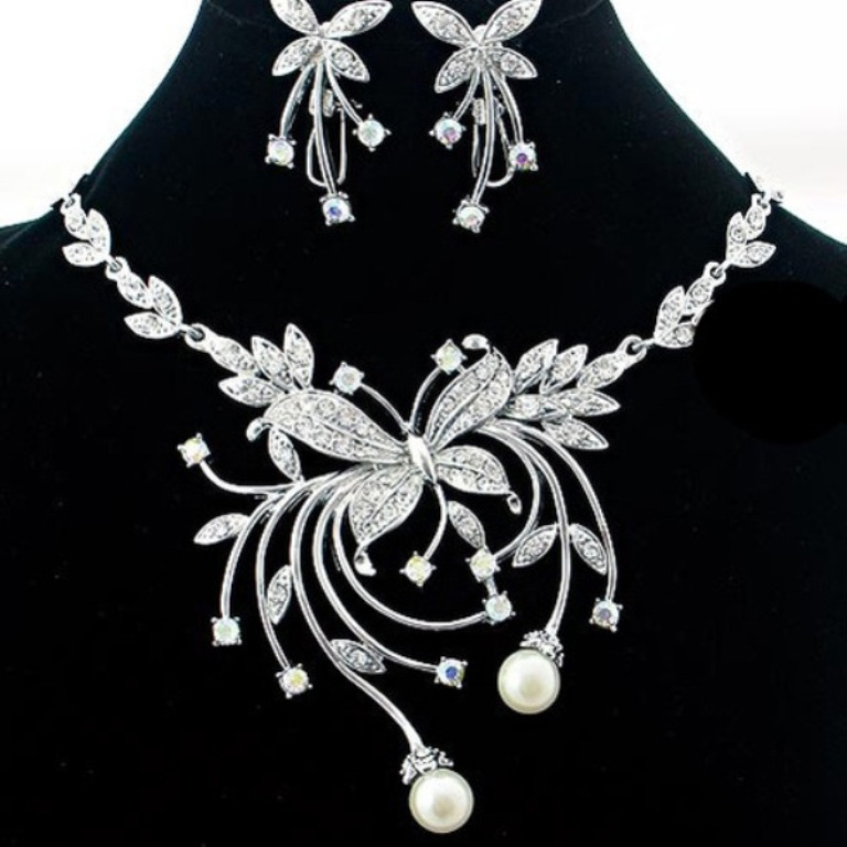 wedding-jewelry-sets-with-flower How to Choose Bridal Jewelry for Enhancing Your Beauty