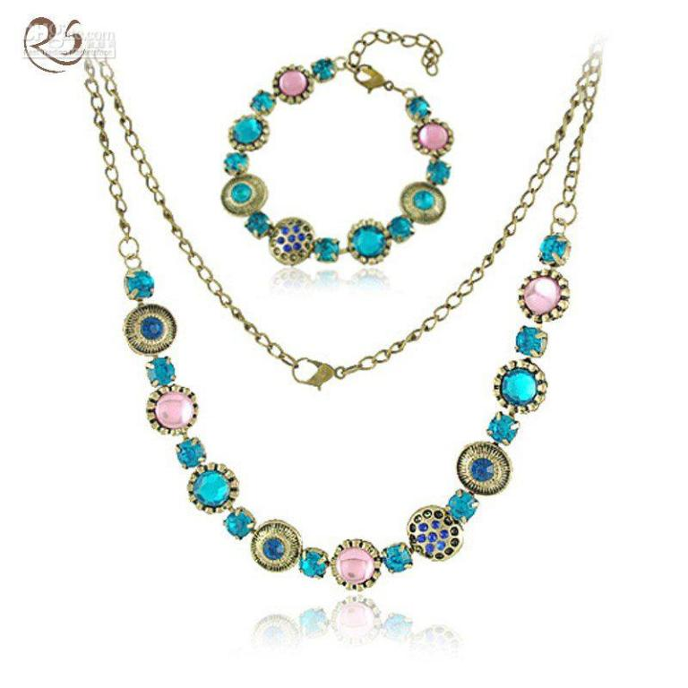 1.0x0 Get a Royal & Fashionable Look with Costume Jewelry